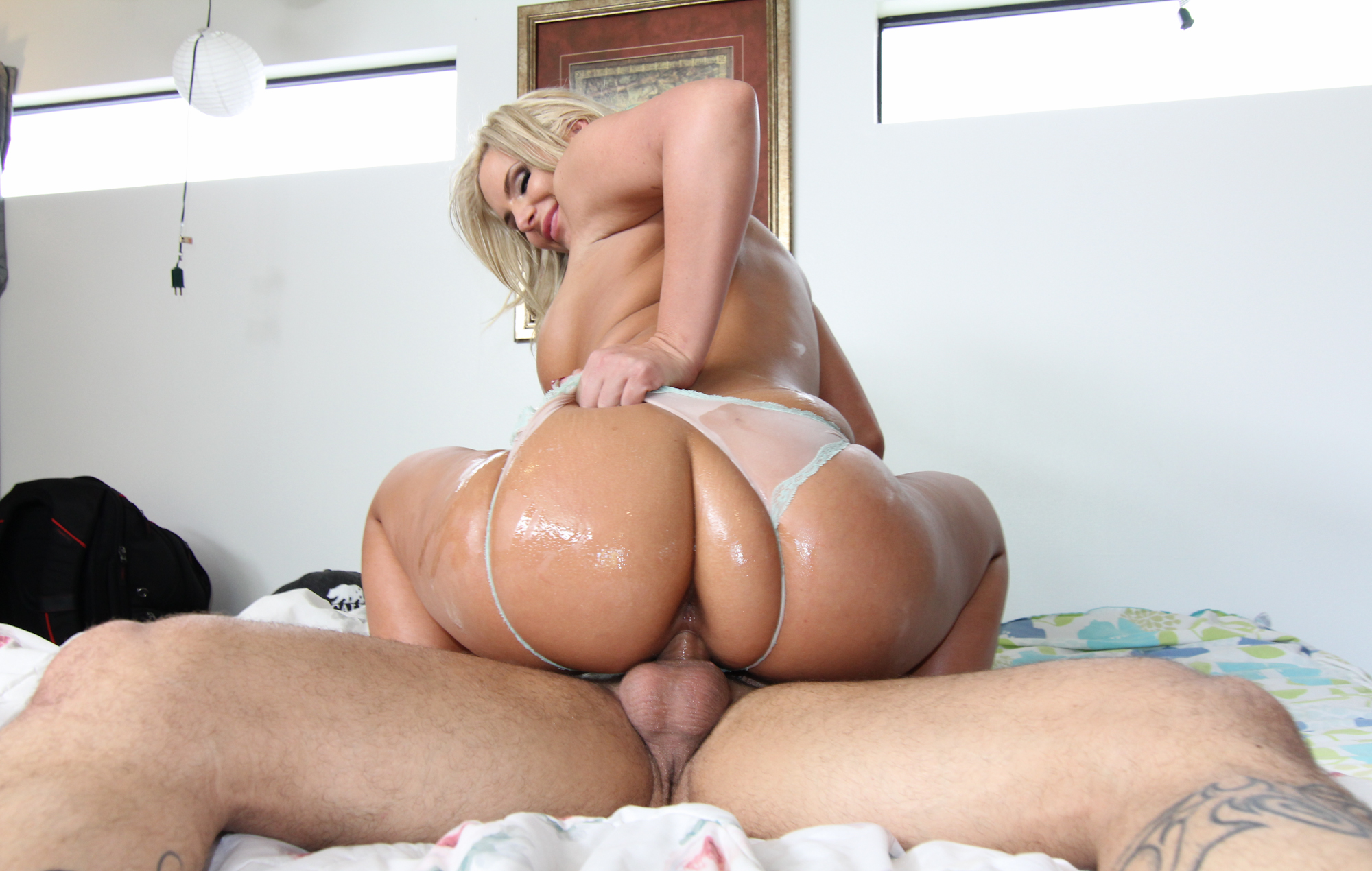Phoenix Marie big ass gets some dick – Openload Free