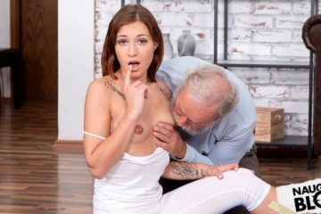 Mina – Cutie tastes something old on the floor [Openload Streaming]