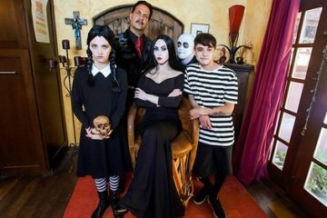 Kate Bloom, Audrey Noir – Addams Family Orgy [Openload Streaming]