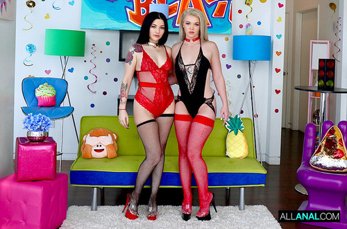 Neveah Snow, Kay Carter – Rear-End Collision With Neveah And Kay [Openload Streaming]
