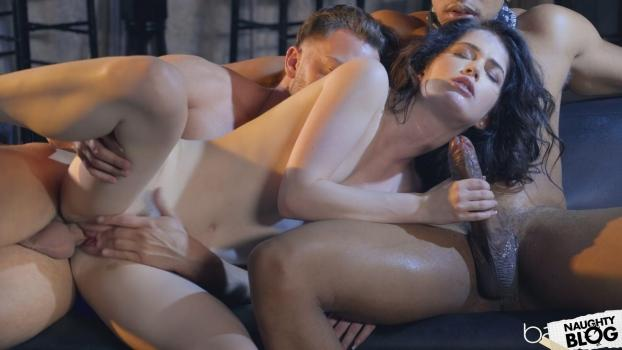 Babes – Evelyn Claire [Openload Streaming]