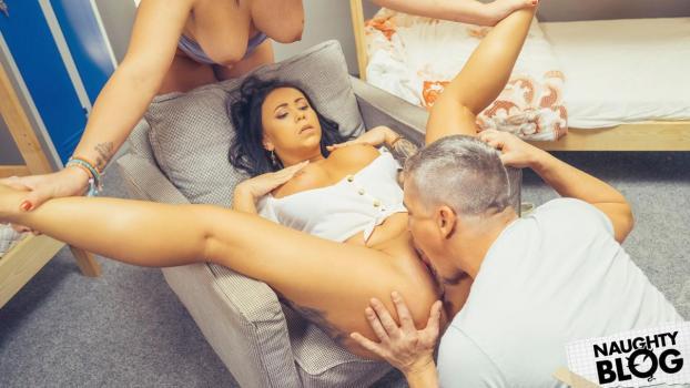 Fake Hostel – Nilla Black & Adara Love [Openload Streaming]