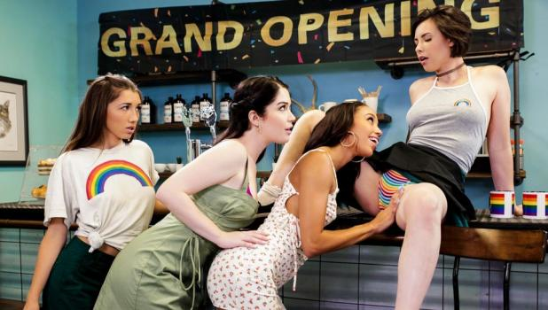 Girls Way – Casey Calvert, Evelyn Claire, Maya Woulfe & Alexis Tae [XXX FREE]